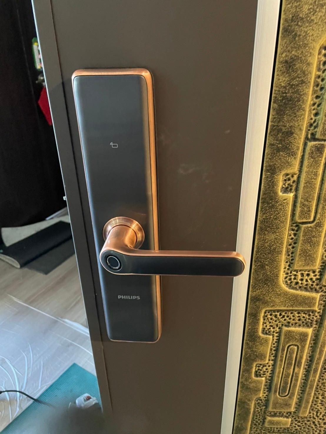 電子鎖實體安裝-7300 把手式智能門鎖